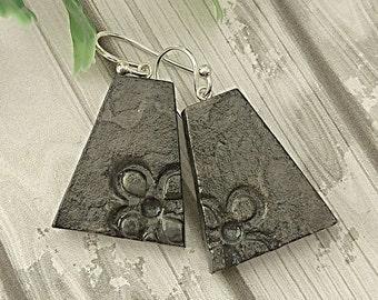 Clay jewelry, Flower earrings, Black earrings, Hand painted earrings, Clay dangle earrings, Modern earrings, Artisan earrings, Organic
