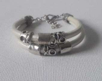 Ibiza style White leather bracelet in metallic white leather and silver tone tubes