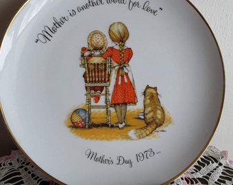 HOLLIE HOBBIE Mother's  Day Plate 1973