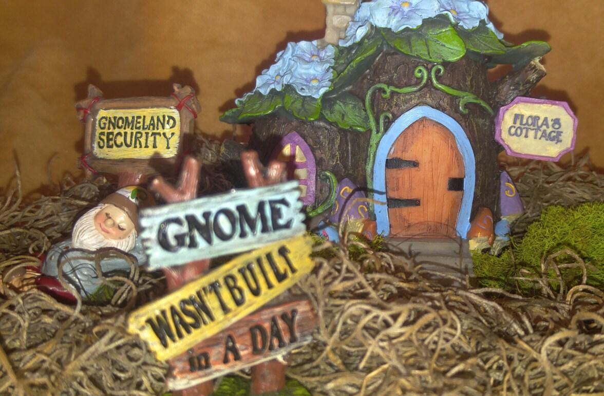 Gnome Garden: Miniature Gnomes