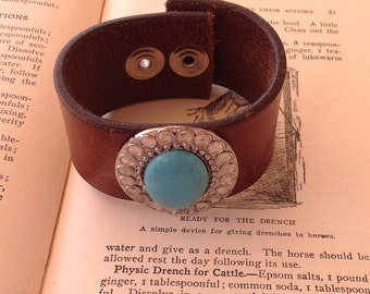 Vintage Leather Southwestern Style Bracelet with Turquoise Colored Stone