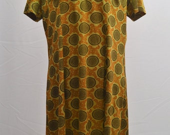 1970's shift dress with over sized pointed collar and 70's pattern made by Brettles in England L/XL