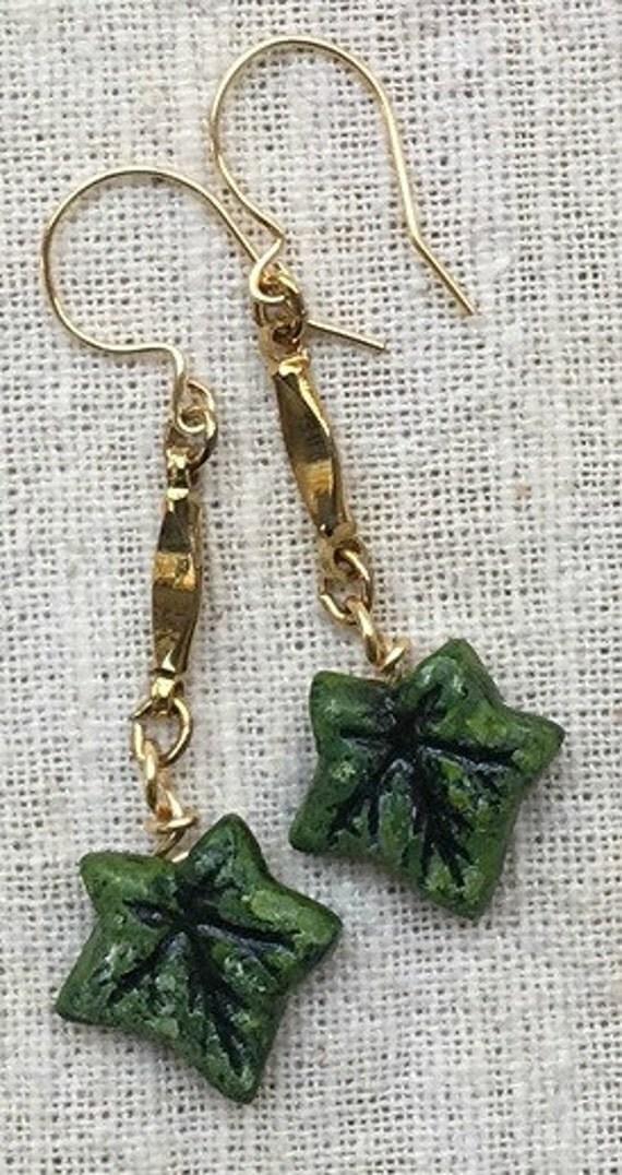 Ivy earrings, leaf earrings, ivy, green earrings, ivy leaf earrings, ivy jewelry, dangle earrings, christmas earrings, ivy leaf