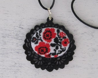 Pendant ethnic roses,Felt,Textile,Cross stitch necklace,Micro embroidery,Floral pattern,Red rose,Jewelry,Black,homespun cotton,Ukraine style