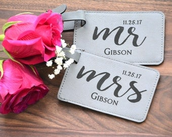 Personalized Wedding Favor, Personalized Wedding Gift, Mr and Mrs Luggage Tag, Couples Engagement Gift, Bride and Groom Gift, Honeymoon Gift