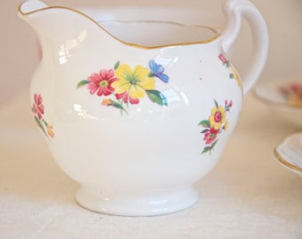 Royal Vale vintage meadow flowers milk or cream jug. Bone china Made in England. Ideal for Tea & Coffee lovers, tea party, housewarming