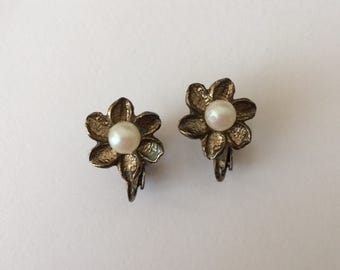Vintage 1940's Pearl Flower Lever Back Clip On Gold Gilded Earrings