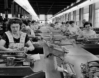 Underwood Typewriter, Photo, Women Assembling Underwood Typewriters, Hartford, CT, Vintage Desktop Typewriter, Black White Photography