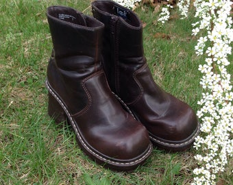 Vintage 90s does 70s L.E.I. Distressed Grunge Lace Up Burgundy Brown Chunky High Heel Ankle Boots size 7