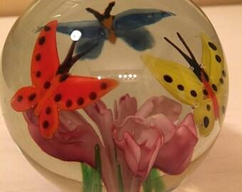 Vintage Art Glass - 3 Butterflies Circle Flower Paperweight