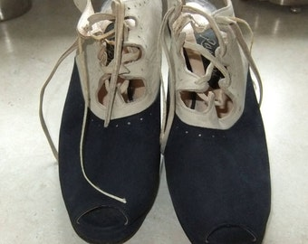 Raspini cream and navy blue suede shoes