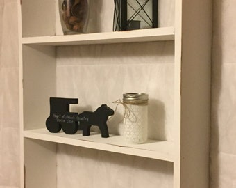 Shabby chic shelves; Rustic shelves, wooden shelves, shabby chic decor, rustic home decor, rustic country decor, farmhouse décor