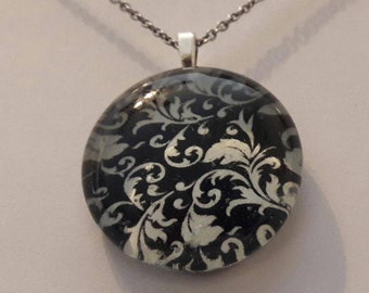 Black and white pendant, Picture back stone pendant, glass stone pendant, pendant.