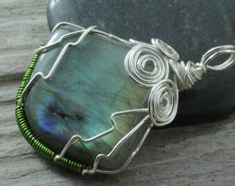 Labradorite wire wrap pendant - Silver - Drop shape - Tear drop - Labradorite necklace - Green & Blue flash