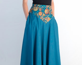 Blue long skirt with flowers with pockets