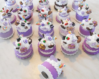 Wedding favor cake-magnet in fimo with cupcakes