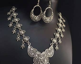 Antique Leaf Necklace with Earrings