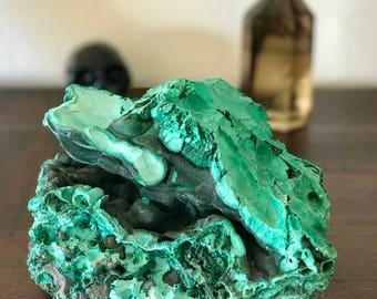 Malachite. Raw mineral specimen.