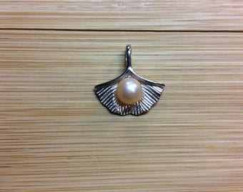 Lotus Pearl Pendant Necklace
