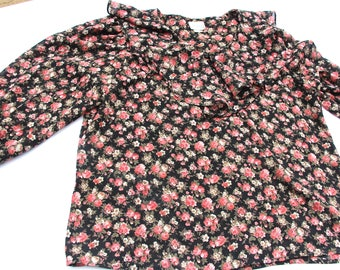 Vintage 70s/80s Casual Corner pink and black flower shirt