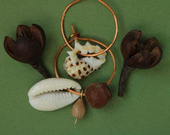 hammered copper hoops with sea shells - asymmetrical mismatched earrings - natural ethnic boho jewelry