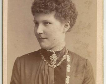 Female photographer Clara Schlitzberger cdv antique photo German necklace pearl hair