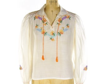 60s Embroidered Peasant Blouse / Vintage 1960s White Chinese Hippie Boho Ethnic Bohemian Gypsy Top with Embroidered Flowers /