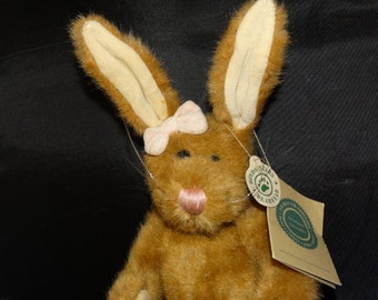 """Boyds Bear Bunny Rabbit, Easter Basket Rabbit, Pink Bow, Wind Up Music """"I only have eyes for you"""" Hare, Bunny, Peter Cotton Tail, Thumper"""