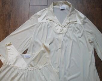 Vintage Vanity Fair Peignoir Set, Sz Medium Knee Length Robe & Gown, Pastel yellow, Elbow length sleeve robe, Sleeveless gown, Made in USA