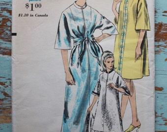 """1960s kimono robe dress sewing pattern / Vogue 6868 / bust 34-36"""" waist 26-28"""""""