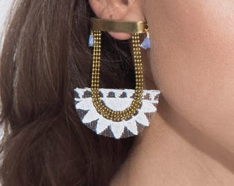 Lace earrings - SUNRISE - White lace with vintage brass chain and blue mini tassels