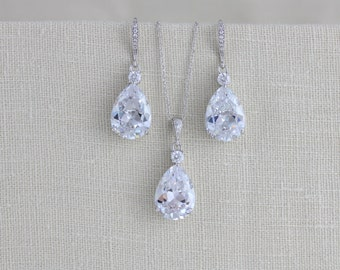 Crystal Bridal earrings, Wedding jewerly Set, Crystal necklace, Bridesmaid earrings, Bridesmaid jewelry, Simple Pendant necklace, Swarovski