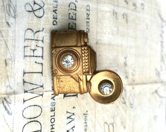 Vintage Camera Brooch, Camera Tie Tack, Gift for Him, Photo Brooch, Photographer, Gold Camera, Steampunk Camera, Gift for Her, Photo Selfie