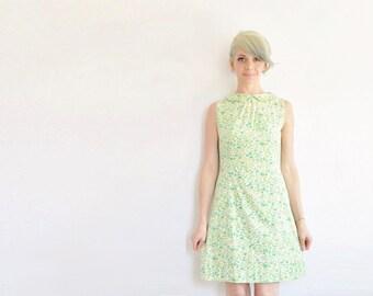mod peter pan collar dress . pastel green 1960 garden frock .small.medium