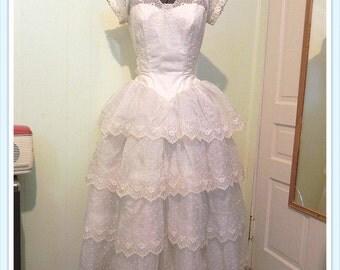 Vintage 1950s Wedding Gown , 50s White Silk Tiered Lace Wedding Dress S XSM - on sale