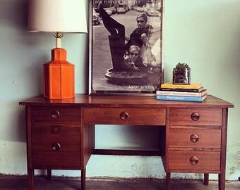MID CENTURY MODERN 6 Drawer Desk by Stanley (Los Angeles)