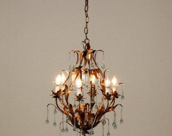 Italian wrought iron gilt chandelier with 6 lights and Murano drops