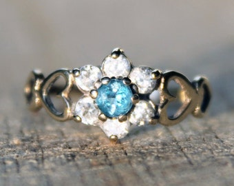 Vintage Ladies Blue Topaz Cubic Zirconia Cluster Ring Engagement Hearts 9k 9kt 375 | FREE SHIPPING | Size N / 6.75