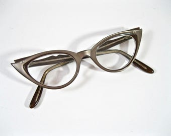 Vintage cat eye glasses. Iconic double wing pearlized brown plastic layered eyeglass frames w/ stars. 1950s Marine 44-18