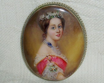 """Lacquer brooch Mother of pearl """" Grand Duchess Alexandra """" Hand Painted Pin"""