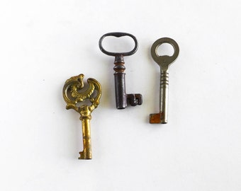 Lot of 3 Old Junk Skeleton Keys Craft Art Supply Repurpose Upcycle Jewelry Rustic Patina Steampunk