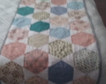 Quilted Bed runner Hexagon Pattern