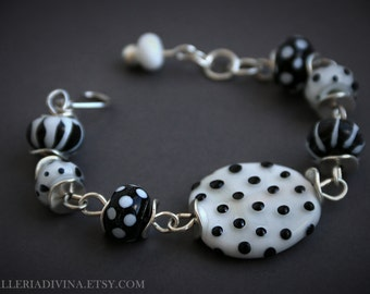 Lampwork glass beads wire bracelet - Black and white - Polka dots - stripes - Beetlejuice