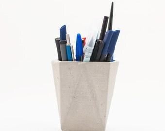 Modern concrete pot - Geometric concrete pen holder - Concrete desk accessories - Modern pen holder - Grey desk vase - Concrete planter
