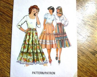 "BOHO 1970s Gypsy Skirt / Tiered Peasant Skirt / Dirndl Skirt - Size 8 (Waist 24"") - VINTAGE Sewing Pattern Style 2253"