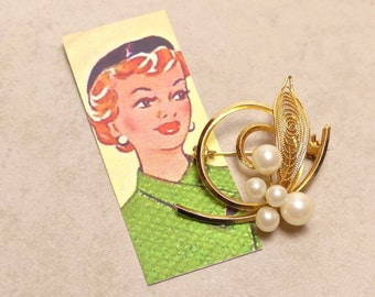 Mid Century Five Pearl Brooch