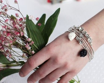 Skinny Bangle, Set of 5 Flower and Skulls Flower Bangle, Thin Bangle Set, Stacking Bangles, Delicate Stackable Skull Bracelets, Dainty