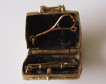 Large 9ct Gold Doctor's Bag and Instruments Charm Opens