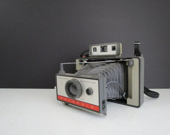 Polaroid 220 Land Camera // Vintage UNTESTED Classic Style Unfolding Instant Film Camera Photographer Gift Idea Photo Shoot Prop Home Decor