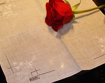 Vintage Ladies Wedding Hankie with embroidery and cutwork 1940s stunning